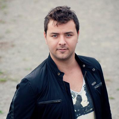 Boek Davey van der Sluis als zanger zanger huren. boek een zanger. zanger op je builoft boeken